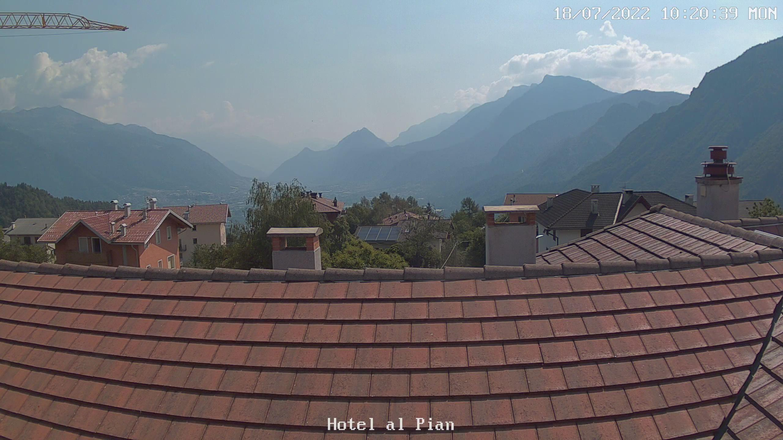 Webcam a cura di Meteo Al Pian. Puntamento verso la Valsugana